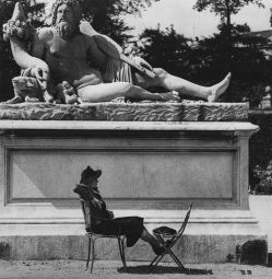 © 1938 Fritz Henle - Woman and the God, Paris